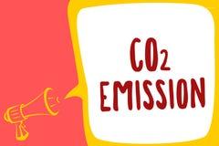 Konceptualny ręki writing pokazuje emisja co2 Biznesowy fotografia teksta laszowanie szklarniani gazy w atmosferę Megą przez czas royalty ilustracja