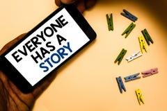 Konceptualny ręki writing pokazuje Everyone opowieść Biznesowa fotografia teksta tła relacja mówi twój wspominki bajek rękę fotografia royalty free