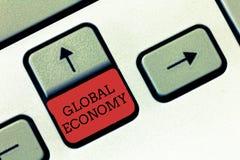 Konceptualny ręki writing pokazuje Globalną gospodarkę Biznesowy fotografia teksta system przemysłu i handlu kapitalizm dookoła ś zdjęcia stock