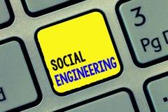 Konceptualny ręki writing pokazuje inżynierię socjalną Biznesowego fotografia teksta manipulaci zysku Psychologiczny dostęp zdjęcie stock
