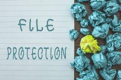 Konceptualny ręki writing pokazuje kartoteki ochronę Biznesowy fotografia tekst Zapobiega przypadkowy wymazywać dane używać skład obraz royalty free