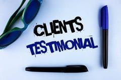 Konceptualny ręki writing pokazuje klientom Testimonial Biznesowa fotografia pokazuje klienta ogłoszenie towarzyskie Doświadcza p obrazy royalty free