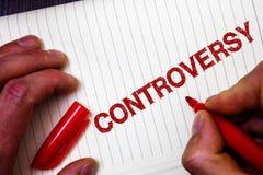 Konceptualny ręki writing pokazuje kontrowersję Biznesowa fotografia pokazuje nieporozumienie lub argument o coś znacząco peopl Fotografia Royalty Free