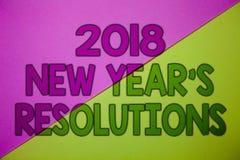 Konceptualny ręki writing pokazuje 2018 nowy rok postanowienia Biznesowa fotografia pokazuje listę cele lub cele być dokonującym  Obrazy Royalty Free