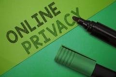 Konceptualny ręki writing pokazuje Online poparcie Biznesowa fotografia pokazuje asysta klientów dla ich narzeka Elektronicznego fotografia royalty free