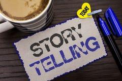 Konceptualny ręki writing pokazuje opowieści Mówić Biznesowy fotografii pokazywać Mówi krótkie opowiadanie części doświadczeń Oso Zdjęcie Stock