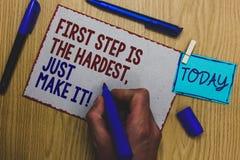 Konceptualny ręki writing pokazuje pierwszego kroka Jest Ciężki, Właśnie Robi Mu Biznesowy fotografia tekst no daje up na definit obrazy royalty free