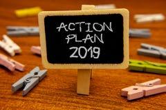 Konceptualny ręki writing pokazuje plan działania 2019 Biznesowa fotografia pokazuje wyzwanie pomysłów cele dla nowy rok motywaci obraz royalty free