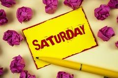 Konceptualny ręki writing pokazuje Sobotę Biznesowego fotografia teksta Pierwszy dzień weekendowy Relaksujący czasu wakacje czasu Fotografia Royalty Free
