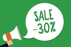 Konceptualny ręki writing pokazuje sprzedaż 30 Biznesowa fotografia pokazuje A promo cenę rzecz przy 30 procentów markdown mężczy royalty ilustracja