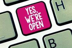 Konceptualny ręki writing pokazuje Tak, ponowni jesteśmy Otwarci Biznesowa fotografia pokazuje odpowiadanie na kliencie którym je obrazy royalty free