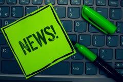 Konceptualny ręki writing pokazuje wiadomości Motywacyjnego wezwanie Biznesowa fotografia teksta raportu ostatnich wydarzeń Poprz zdjęcia stock