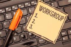 Konceptualny ręki writing pokazuje Workgroup Biznesowa fotografia pokazuje grupy pokazywać czemu normalnie pracy drużyny wpólnie zdjęcia stock
