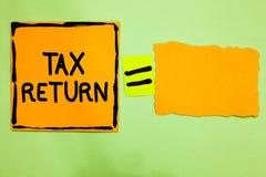 Konceptualny ręki writing pokazuje zwrot podatku Biznesowy fotografia tekst któremu robi rocznemu oświadczeniu dochód okoliczność zdjęcie stock