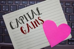 Konceptualny ręki writing pokazuje zyski kapitałowych Biznesowa fotografia pokazuje więzi Dzieli zapasu zysku podatku dochodowego zdjęcia royalty free