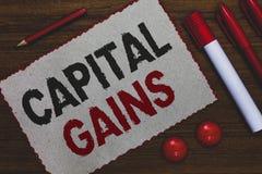 Konceptualny ręki writing pokazuje zyski kapitałowych Biznesowa fotografia pokazuje więzi Dzieli zapasu zysku podatku dochodowego obrazy royalty free