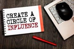 Konceptualny ręki writing seans Tworzy okrąg oddziaływanie Biznesowy fotografii pokazywać Był influencer liderem motywuje innego  obraz stock