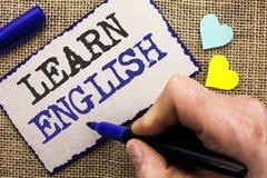 Konceptualny ręki writing seans Uczy się angielszczyzny Biznesowa fotografia pokazuje naukę inny język Uczy się Coś Cudzoziemski  zdjęcia royalty free