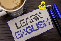 Konceptualny ręki writing seans Uczy się angielszczyzny Biznesowa fotografia pokazuje naukę inny język Uczy się Coś Cudzoziemski  obraz royalty free