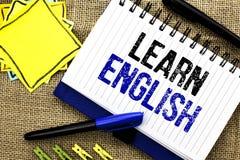 Konceptualny ręki writing seans Uczy się angielszczyzny Biznesowa fotografia pokazuje naukę inny język Uczy się Coś Cudzoziemski  obraz stock