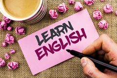 Konceptualny ręki writing seans Uczy się angielszczyzny Biznesowa fotografia teksta nauka inny język Uczy się Coś Cudzoziemski Ko obraz royalty free