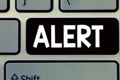 Konceptualny ręki writing seansu ostrzeżenie Biznesowy fotografia tekst zawiadomienie sygnału ostrzeżenie niebezpieczeństwo stan  obrazy stock