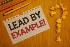Konceptualny ręki writing seansu prowadzenie przykładu Motywacyjnym wezwaniem Biznesowa fotografia teksta przywódctwo zarządzania obrazy royalty free