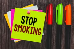 Konceptualny ręki writing seansu przerwy Dymić Biznesowa fotografia pokazuje Discontinuing use tabaczna nałóg papka lub zatrzymyw obrazy royalty free