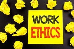 Konceptualny ręki writing tekst pokazuje prac etyki Biznesowy pojęcie dla Moralnych korzyści zasad pisać na kleistym nutowym papi fotografia royalty free