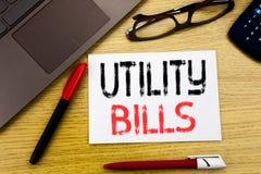 Konceptualny ręki writing tekst pokazuje rachunek za usługę komunalną Biznesowy pojęcie dla pieniądze Bill zapłaty pisać na papie obrazy royalty free
