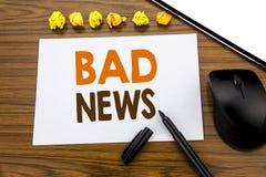 Konceptualny ręki writing tekst pokazuje złą wiadomość Biznesowy pojęcie dla niepowodzenie Medialnej gazety pisać na kleistym nut Zdjęcie Stock