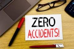 Konceptualny ręki writing tekst pokazuje Zero wypadki Biznesowy pojęcie dla bezpieczeństwa Przy pracy zagrożeniem pisać na papier obrazy royalty free