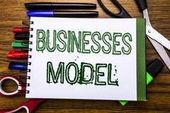 Konceptualny ręki writing teksta biznesów model Pojęcie dla projekta Dla biznesu Pisać na notatniku, drewniany tło z offic Obraz Royalty Free