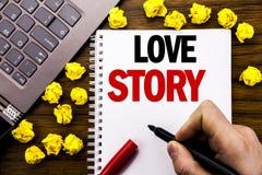 Konceptualny ręki writing teksta podpis Love Story Biznesowy pojęcie dla Kochać Someone Kierowy Pisać na pastylka laptopie, drewn Zdjęcia Stock