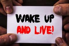 Konceptualny ręki writing teksta seans Budził Się I Żyje Pojęcie znaczy Motywacyjnego sukcesu sen życia Żywego wyzwanie pisać na  zdjęcie stock