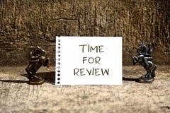 Konceptualny r?ki writing pokazuje czas Dla przegl?du Biznesowa fotografia pokazuje przegląd sytuacja w swój formalnym lub system fotografia royalty free