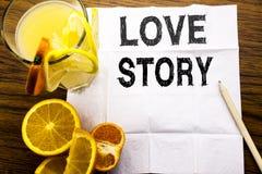 Konceptualny teksta podpis pokazuje Love Story Pojęcie dla Kochać Someone Kierowy pisać na tkankowym papierze na drewnianym tło d Fotografia Royalty Free