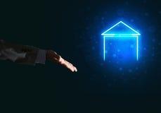 Konceptualny wizerunek z ręką wskazuje przy domowej lub głównej strony ikoną na ciemnym tle Zdjęcie Royalty Free