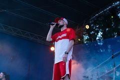 Koncert Ukrai?ski rap artysta Yarmak Maj 27, 2018 przy festiwalem w Cherkassy, Ukraina zdjęcie stock
