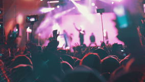 Koncertowy tłum przy festiwalem muzyki w zwolnionym tempie zbiory wideo