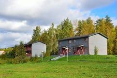 Konchezero,卡累利阿,俄罗斯,2015年9月,13日 Pertozero岸的旅馆复杂村庄Aleksandrovka在卡累利阿 库存照片