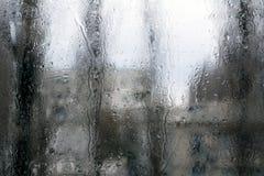 Kondensation på fönsterexponeringsglas royaltyfria bilder