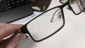 Kondensationssmå droppar på en exponeringsglasram royaltyfri foto