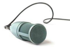 Kondensatormikrofon på en vit Arkivbild