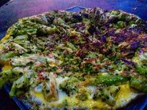 Kondition för matbroccolipizza arkivfoto
