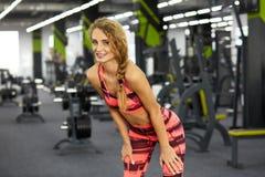 Kondition Kvinna idrottshall Royaltyfria Bilder