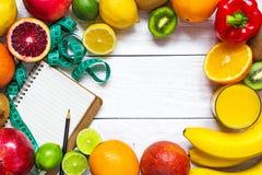 Konditionbegrepp med den frukt-, grönsak-, cm- och textboken Arkivbild