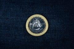 Kondom på jeans Royaltyfri Foto