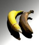 Kondom und Banane lizenzfreies stockfoto