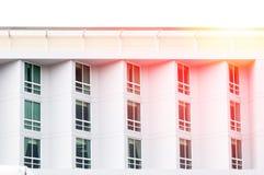 Kondominium nadokienny szkło nowożytny, nowożytny budynek z wielkimi okno Zdjęcia Royalty Free